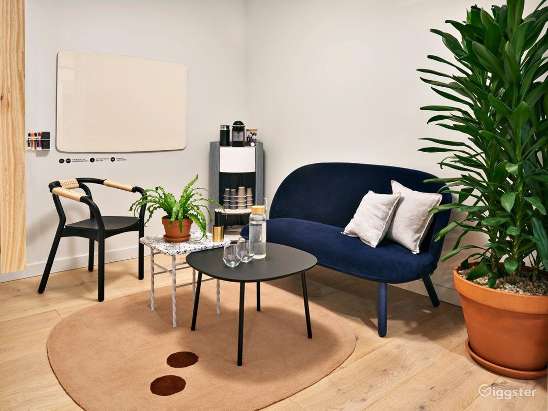 Premium Salon Room in Midtown Photo 1