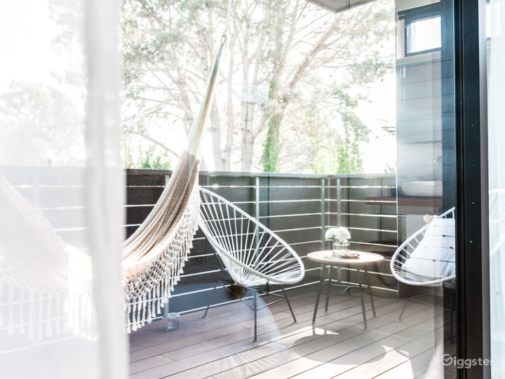Breathtaking Space with Large Balcony - Air Room Photo 2