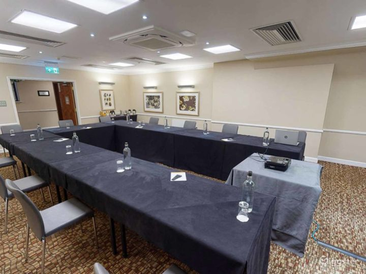 Quiet Meeting Room in Oxford Photo 3