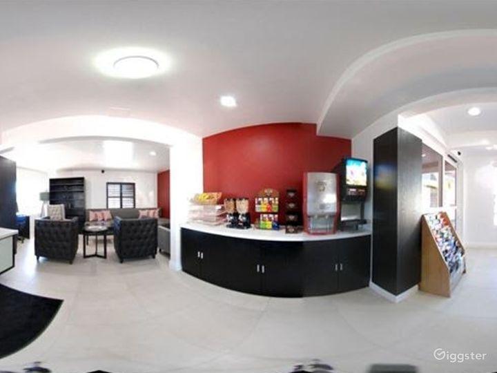 Spacious Lobby Photo 3