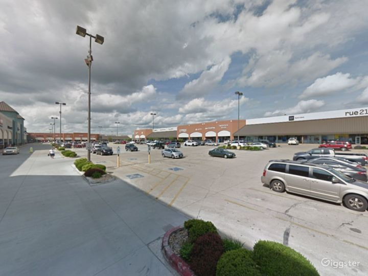 Spacious Parking Lot in Branson Photo 2