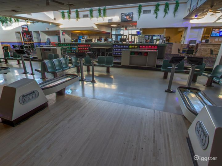 Bright and Festive Bowling Lanes in Tucson Photo 5