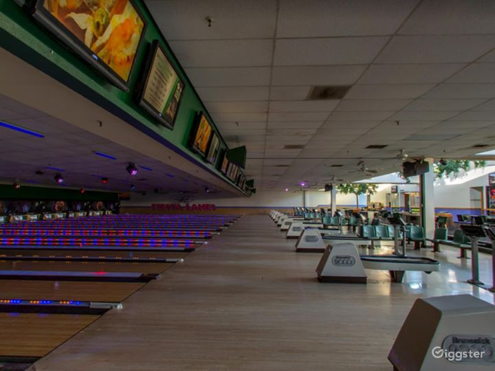 Bright and Festive Bowling Lanes in Tucson Photo 4