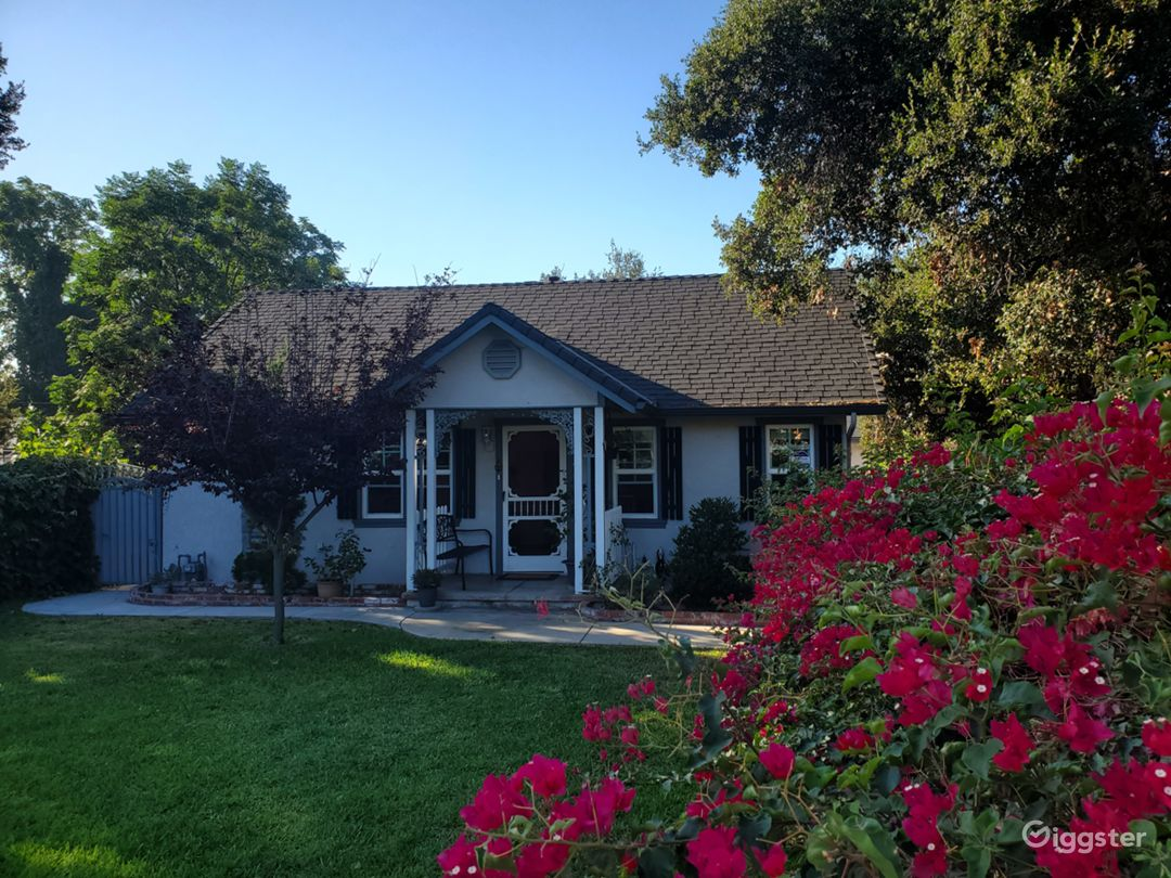 Cute little country-style home in East Pasadena Photo 2