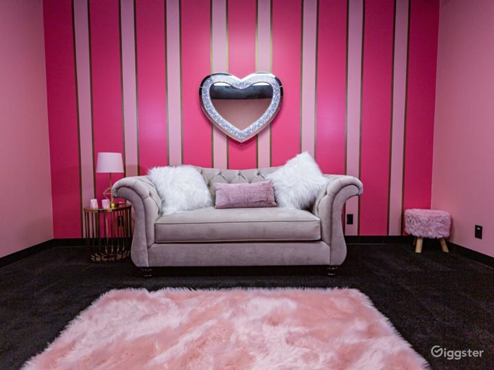 Pink and Classy Content Room Photo 4