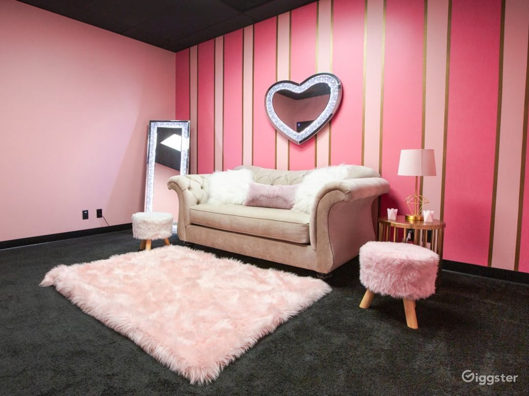 Pink and Classy Content Room Photo 1