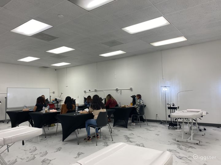 Spacious Beauty Classroom & Gatherings Photo 3