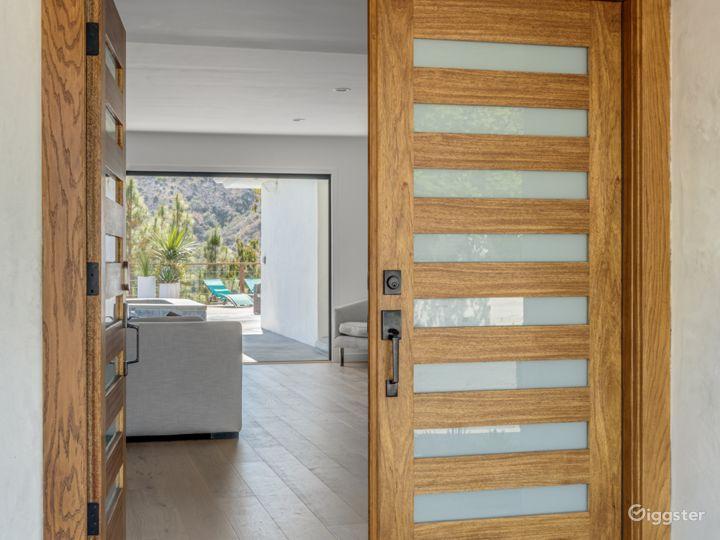 Modern Contemporary Bel Air Home Photo 4
