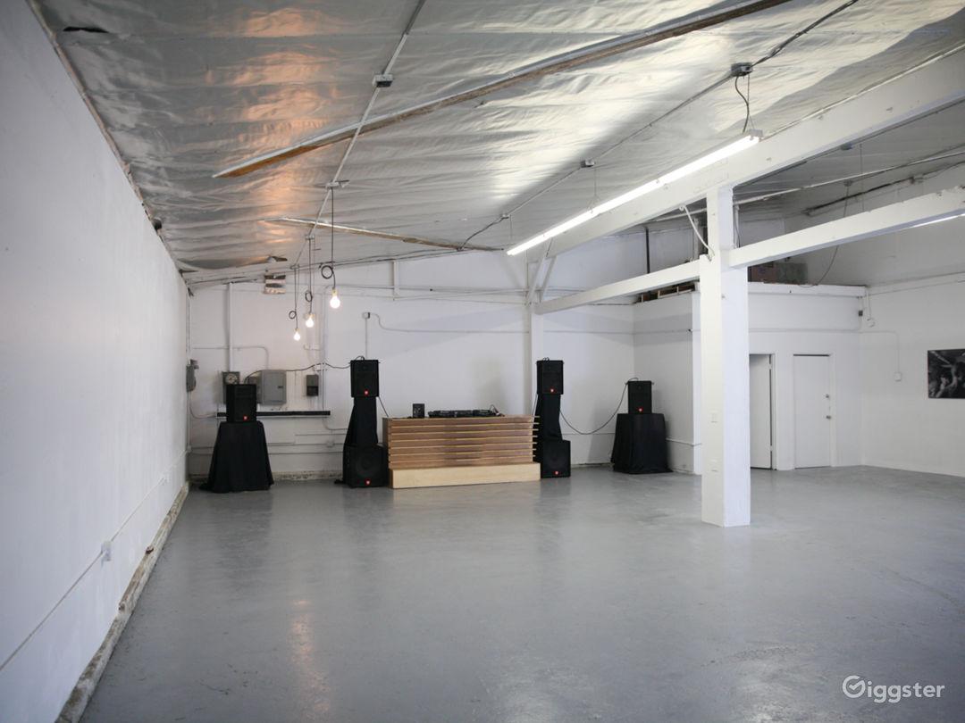 Warehouse, blank white modular canvas Photo 5
