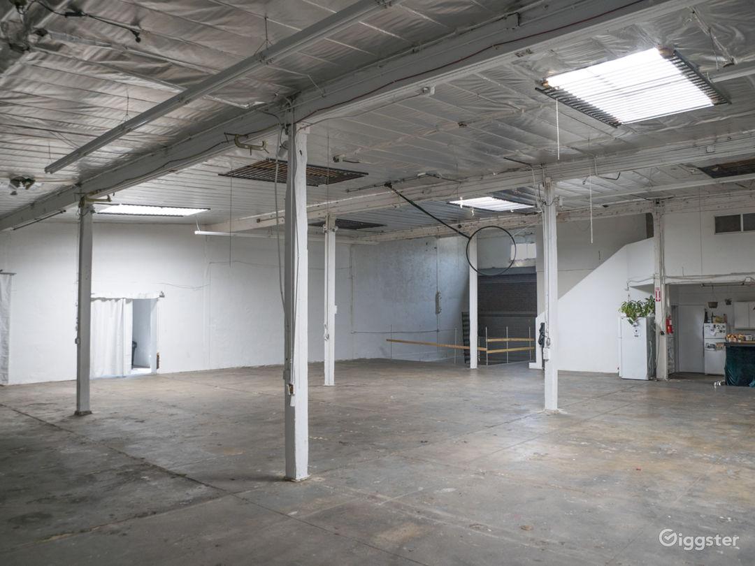 Warehouse, blank white modular canvas Photo 2