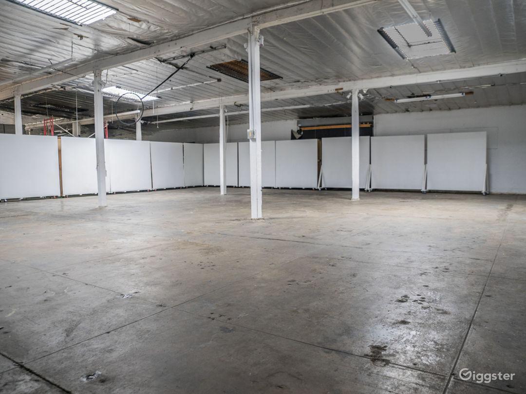 Warehouse, blank white modular canvas Photo 3
