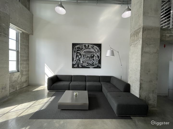 Huge concrete Loft with stunning views Photo 2