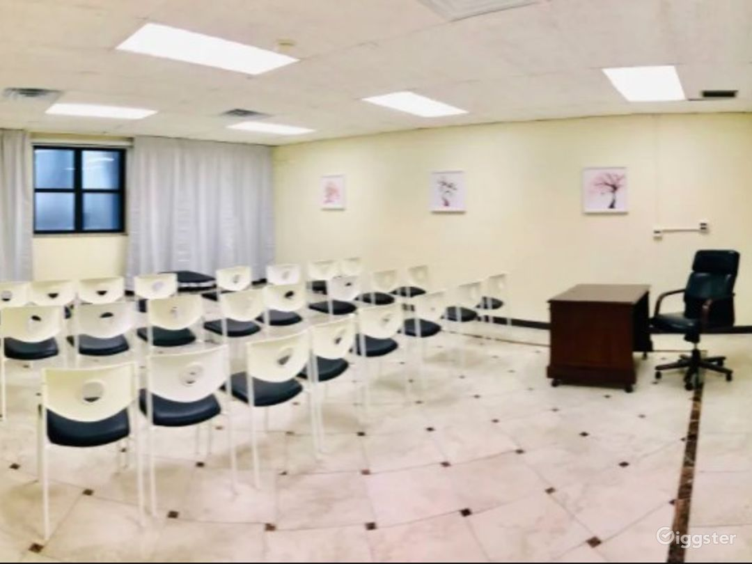 Clean Classroom/Meeting Room with Bright Colors Near Ohare Photo 1