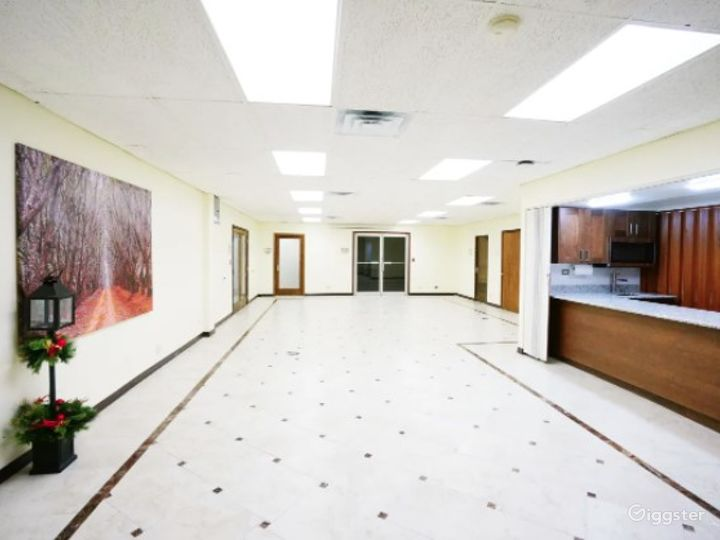 Clean Classroom/Meeting Room with Bright Colors Near Ohare Photo 4