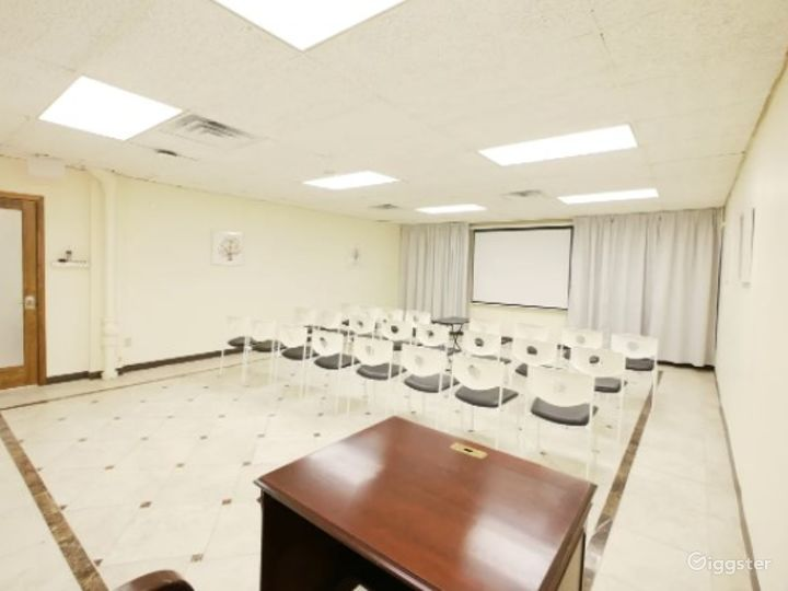 Clean Classroom/Meeting Room with Bright Colors Near Ohare Photo 3