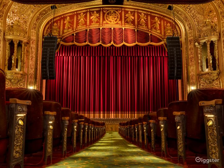 Most Spectacular Theater in New York with Lavishly Eclectic Interior  Photo 2