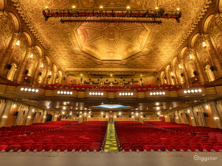 Most Spectacular Theater in New York with Lavishly Eclectic Interior  Photo 4