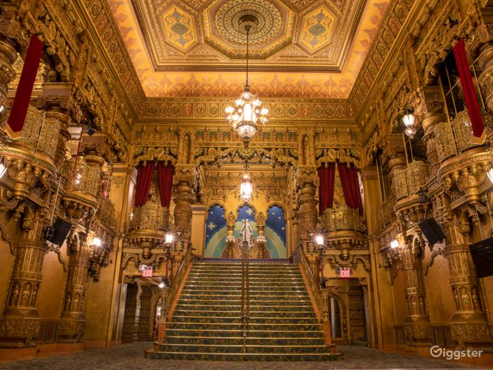 Most Spectacular Theater in New York with Lavishly Eclectic Interior  Photo 3