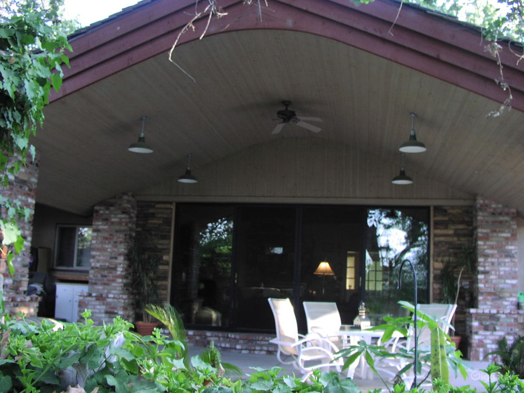 Arched ceiling clear span patio