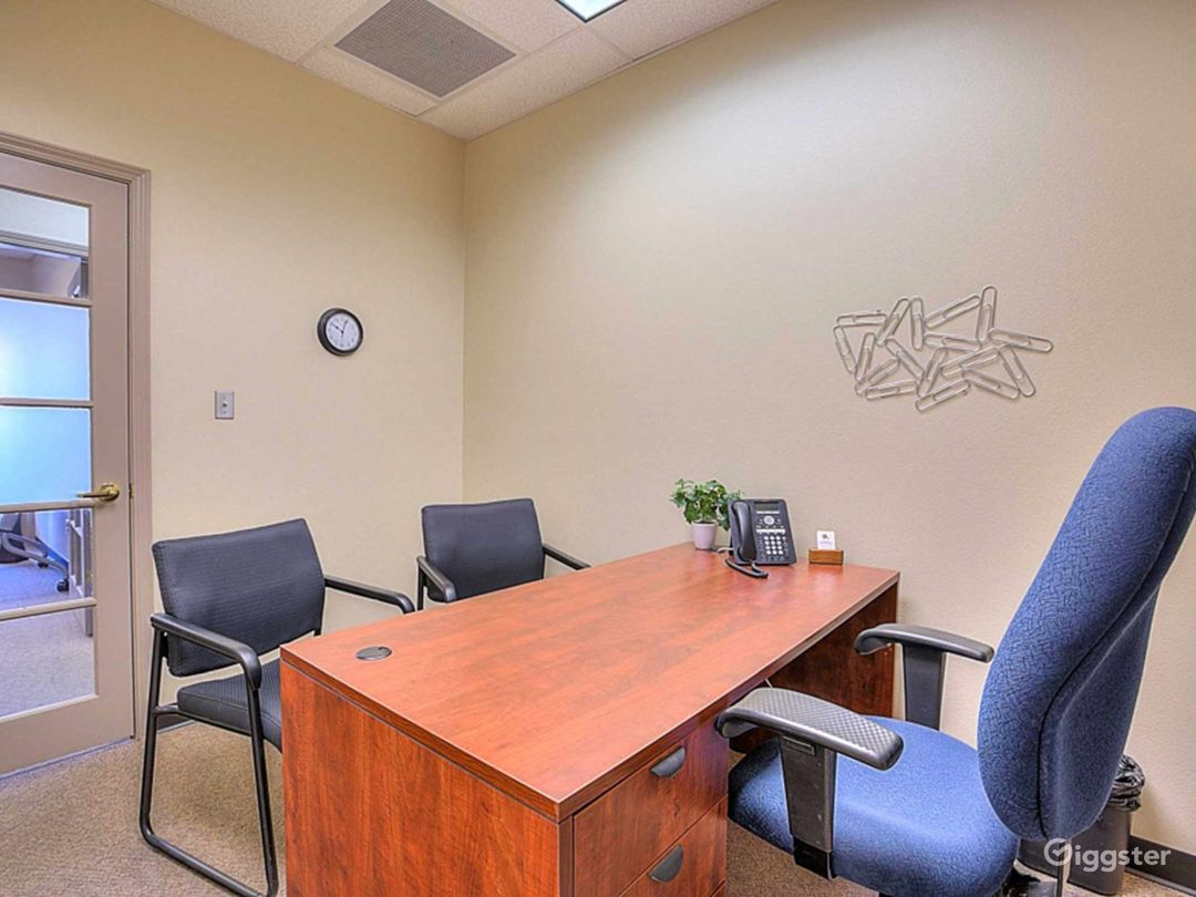 Welcoming and Stylish Office in Albuquerque Photo 1