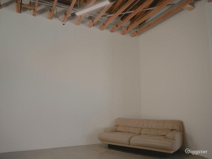 Beautiful Minimalist Arts District Space  Photo 5