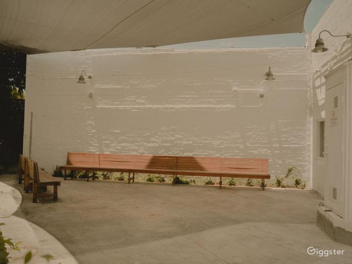 Beautiful Minimalist Arts District Space  Photo 3