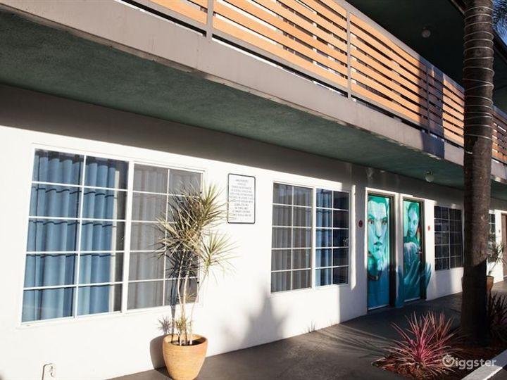 Stylish and Flexible Pool Area in LA Photo 3
