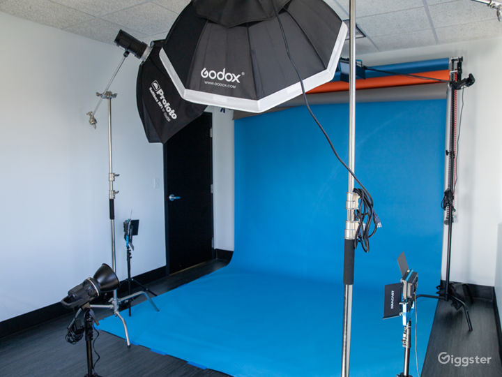 Photo Studio with Equipment Access & Natural Light Photo 5