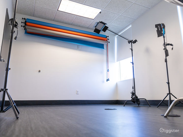 Photo Studio with Equipment Access & Natural Light Photo 2
