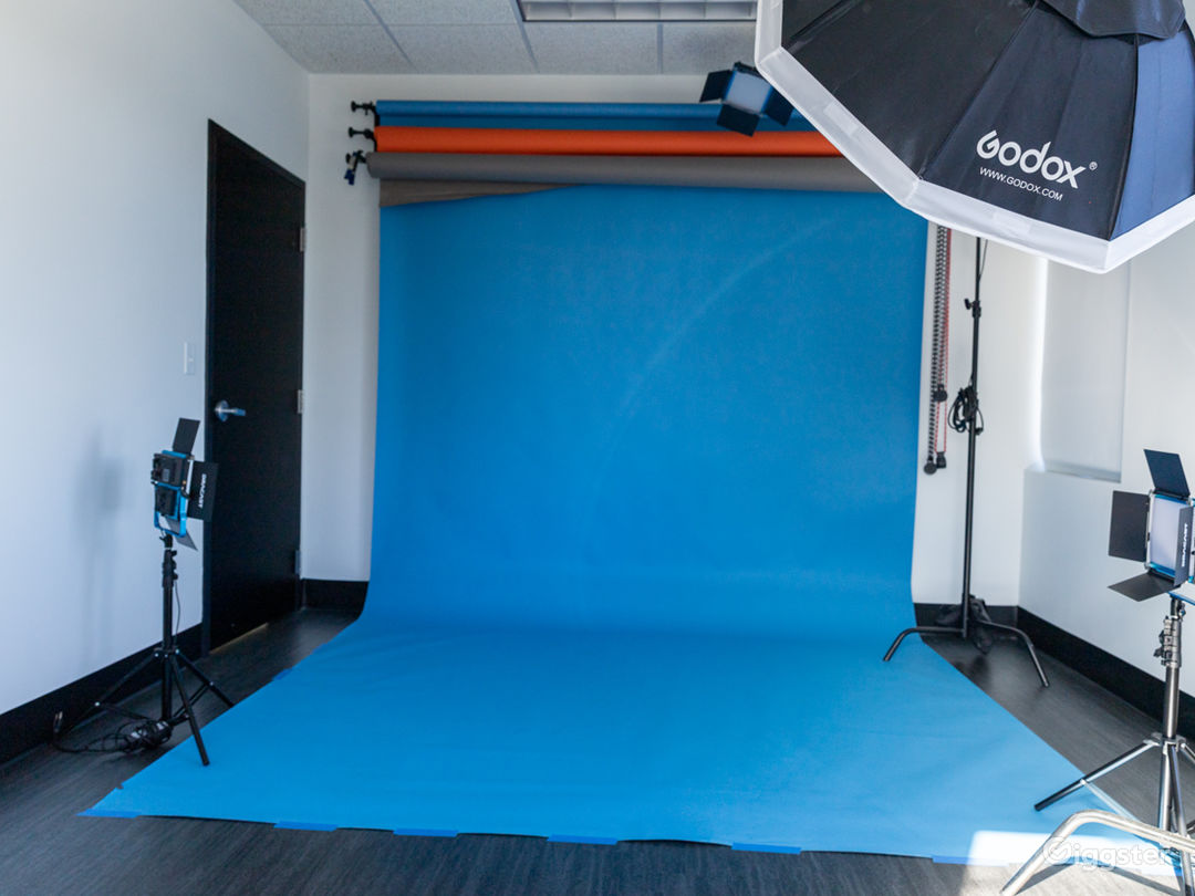 Photo Studio with Equipment Access & Natural Light Photo 1
