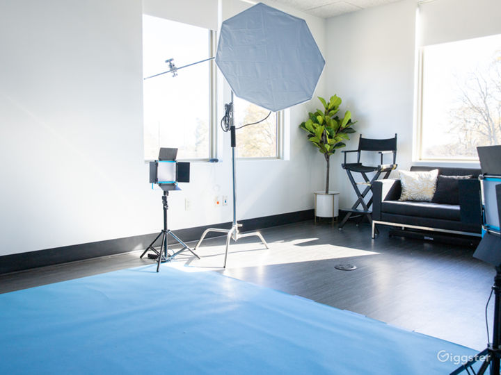 Photo Studio with Equipment Access & Natural Light Photo 3