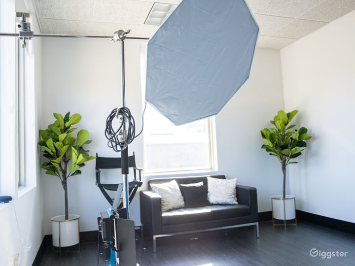 Photo Studio with Equipment Access & Natural Light Photo 4