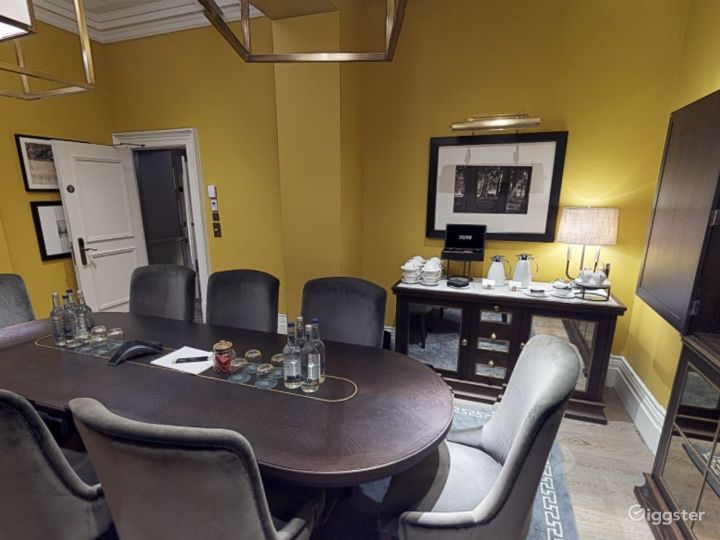 Moore Room with Natural Daylight in Bloomsbury, London Photo 5