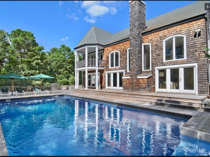 Contemporary Hamptons home: Location 5081