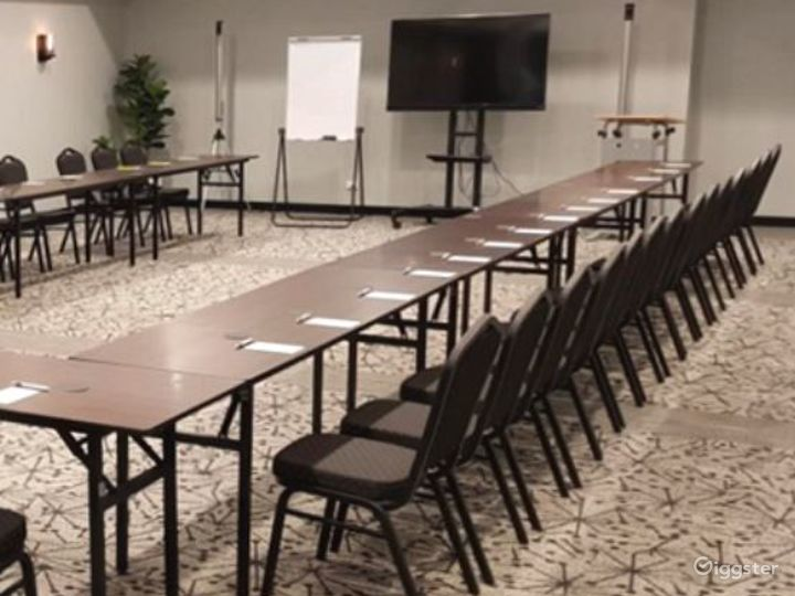 Modern St. Claire Room for Meetings and Conference Photo 2