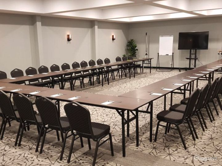 Modern St. Claire Room for Meetings and Conference Photo 3