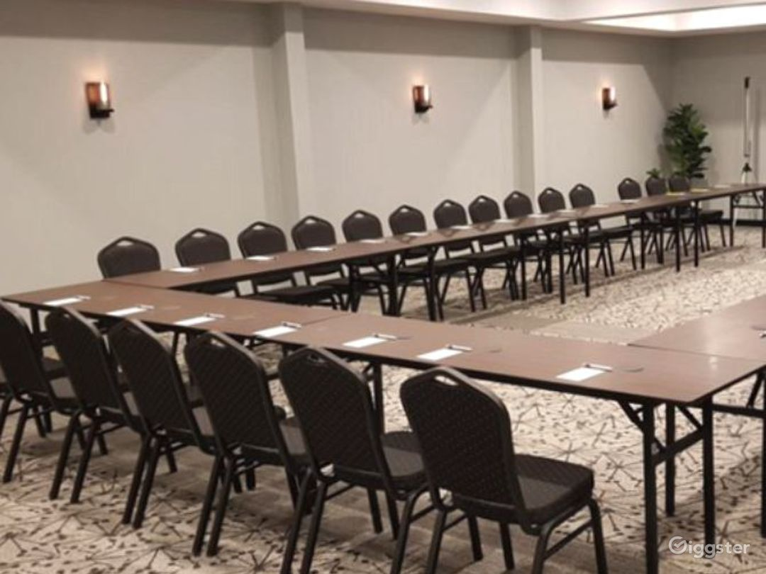 Modern St. Claire Room for Meetings and Conference Photo 1