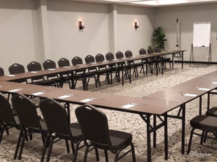 Modern St. Claire Room for Meetings and Conference Photo 4