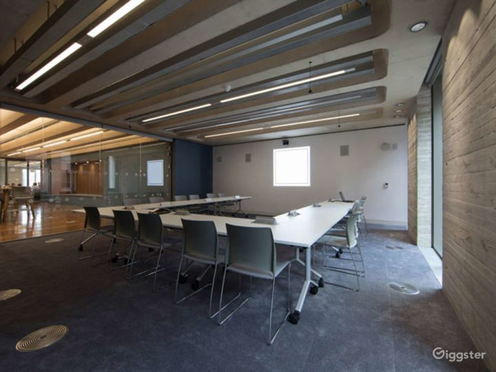 Furnished Meeting Room in London Photo 2