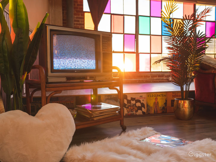 Unique DTLA Vintage Loft w/ Colored Windows, Props Photo 2