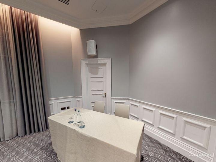 Stunning Carrington Room in Bloomsbury, London Photo 5