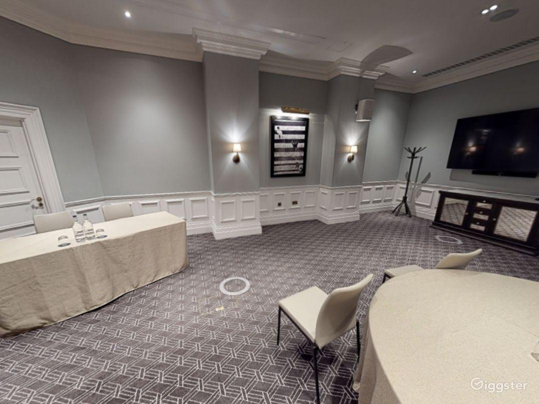 Stunning Carrington Room in Bloomsbury, London Photo 1