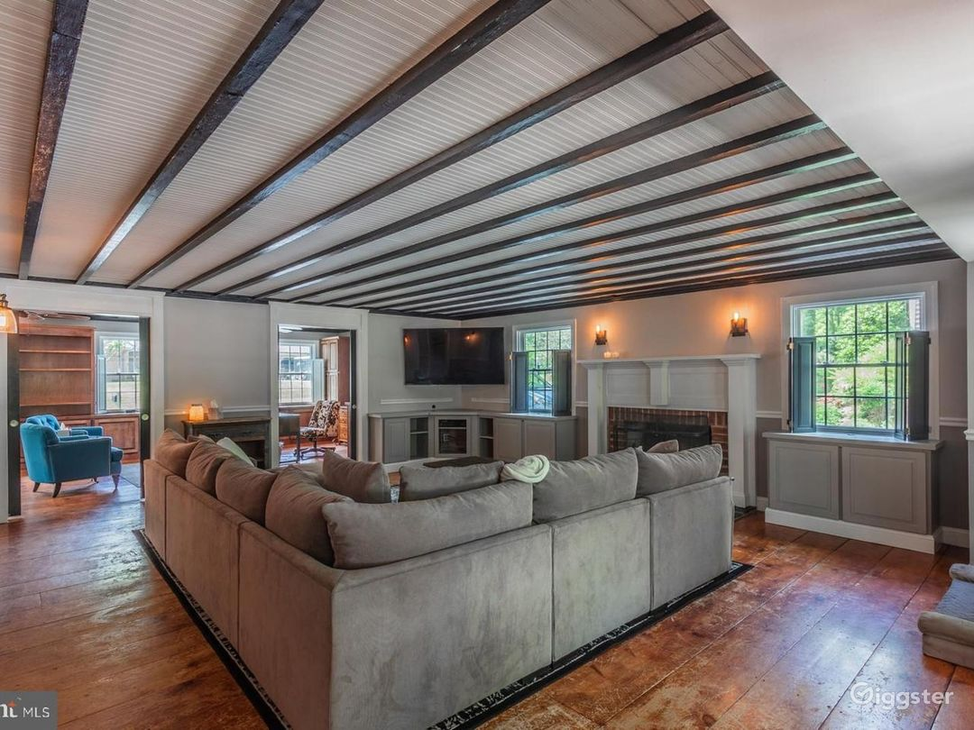 Exquisitely Updated Colonial Home on an Acre! Photo 3