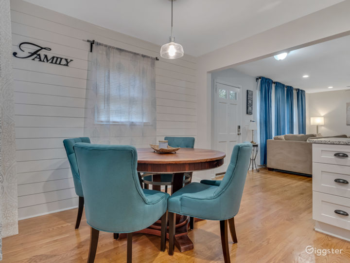 Newly Renovated Home with Upscale Amenities Photo 4