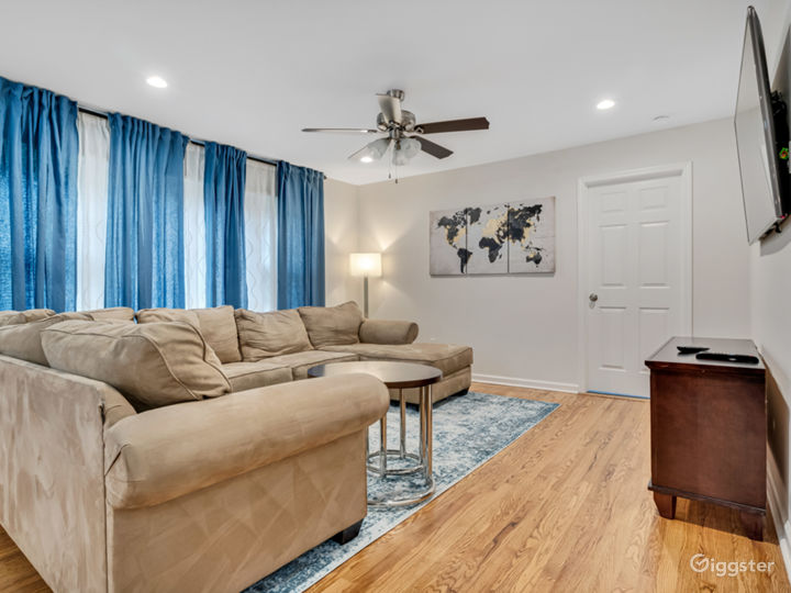 Newly Renovated Home with Upscale Amenities Photo 2