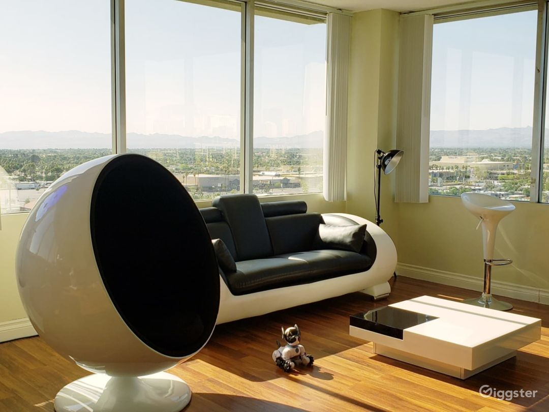 Contemporary Modern High Rise 1960s style Photo 1