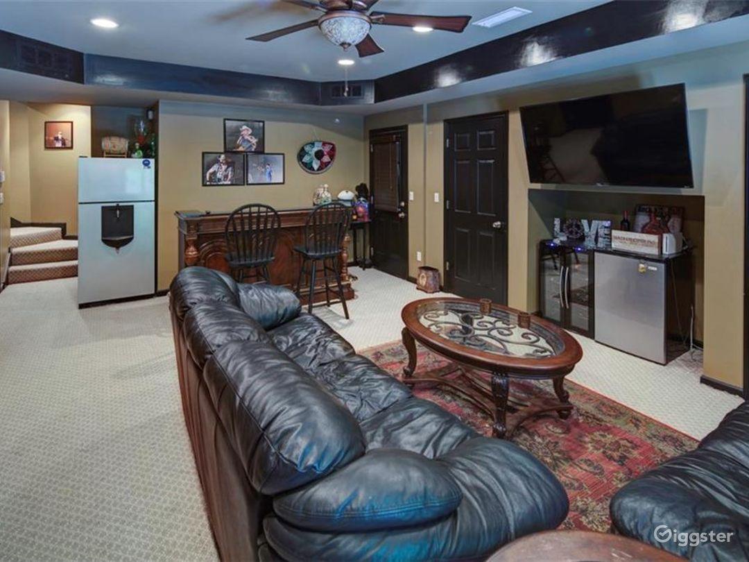 Executive Style Home Photo 2