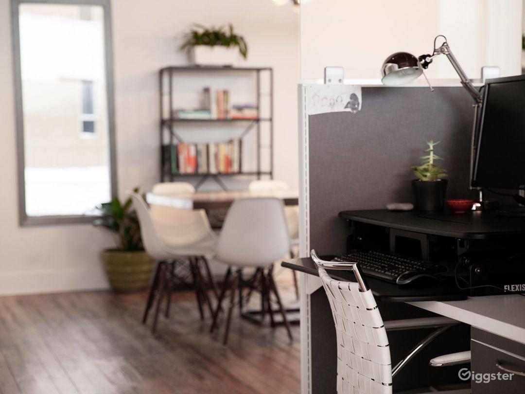 Modern & Luxurious Open Workspace Photo 1