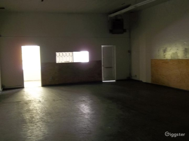 Commercial Warehouse Photo 4