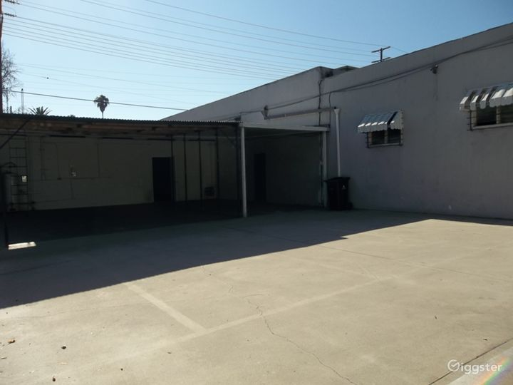 Commercial Warehouse Photo 2